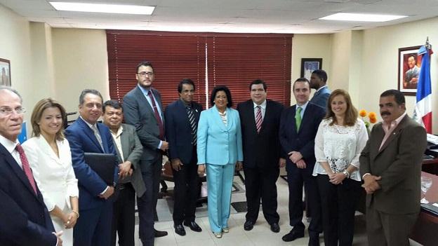 Comisionado Presidente Alberto Lozano junto a autoridades de competencia de Mexico, Centro América y el Caribe en una visita oficial a la presidenta del Senado Dominicano, Cristina Lizardo